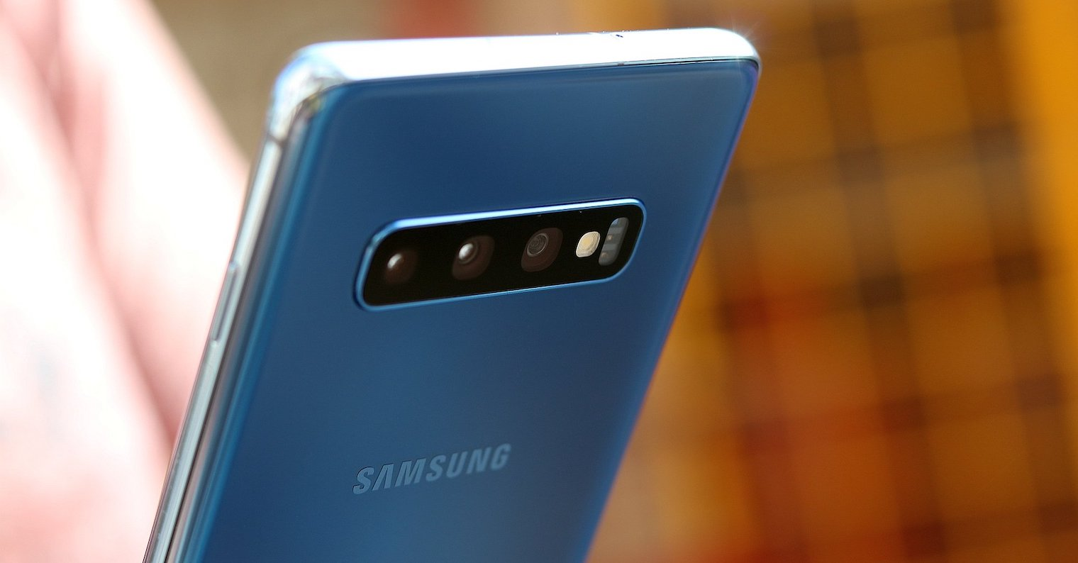 Samsung-Galaxy-S10-plus-FB